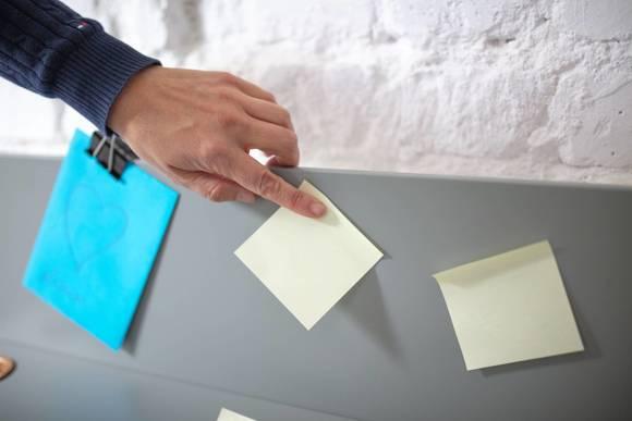 Luka Eschenholz Schreibtisch 65x50cm mit Schublade / Rot